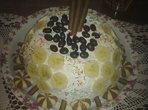 Торта от готови рула с два вида крем
