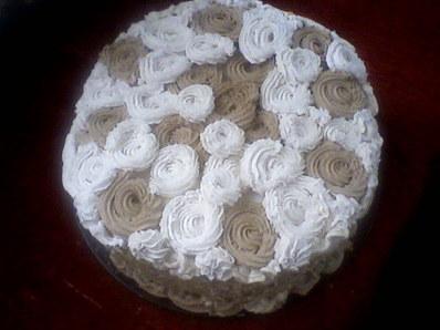 Еклерова торта с рози