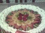 Плодова торта с два вида крем