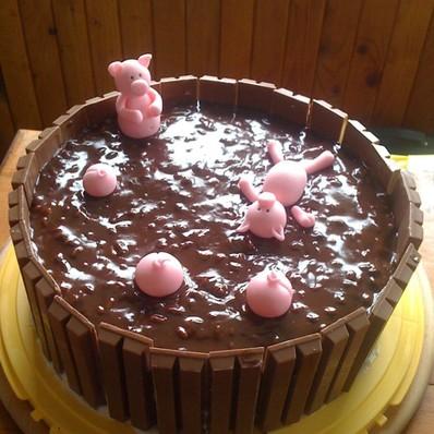 """Торта """"Шоколадова кочинка с прасенца"""""""