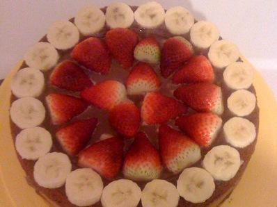 Торта с пълнеж от ягоди и шоколадов крем