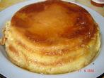 Крем-карамелена торта с козунак