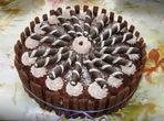 Шоколадова торта с еклери