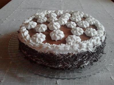 Шоколадова торта с праскови