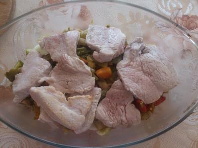 Печено свинско със зеленчуци